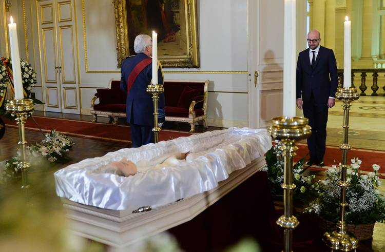 Kardinaal Danneels News: Les Belges Rendent Hommage à Fabiola (photos Et Vidéo